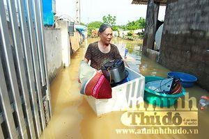 Hà Nội: Lực lượng Công an bám trụ cùng người dân vùng lũ