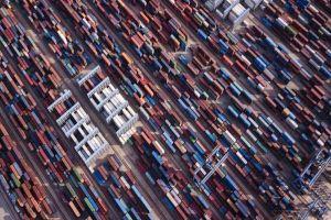Các nhà sản xuất Trung Quốc tính đường xuống ĐNÁ 'trú bão thương mại'
