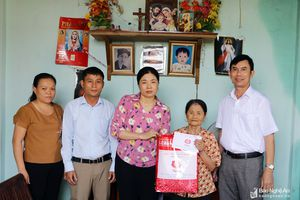 Thăm, tặng quà gia đình chính sách ở Yên Thành, Diễn Châu, Nghi Lộc