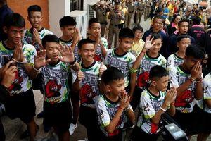 Thái Lan chỉ trích truyền thông phỏng vấn đội bóng nhí