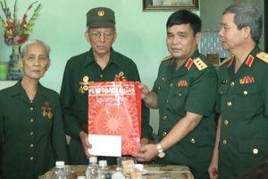 Đoàn công tác Bộ Quốc phòng viếng mộ Đại tướng Võ Nguyên Giáp và thăm gia đình chính sách tại Quảng Bình