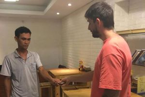VỤ DU KHÁCH BỊ TRẢ LẠI BẰNG TIỀN 'ÂM PHỦ': Trả lại tiền cho du khách người Tây Ban Nha