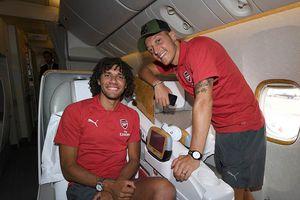 Mặc nỗi buồn giã từ ĐT Đức, Ozil rạng ngời cùng Arsenal đi du đấu hè