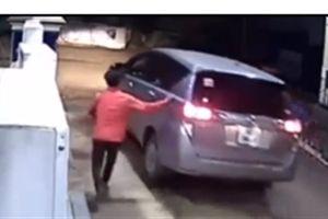 Đi ôtô quỵt tiền đổ xăng: Nhân viên không phải bù tiền