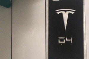 NÓNG: Tesla đang tạo bản sao iPhone X của riêng mình