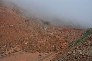 Đường tránh đèo Măng Rơi bị sạt lở nặng