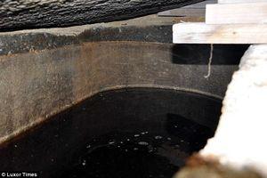 Nước ở trong quan tài 2000 tuổi có gì mà hàng nghìn người xin uống?