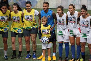 Xem Neymar làm bàn dễ dàng trên sân bóng 5 người tại Brazil