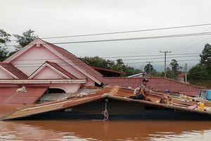Hình ảnh người dân Lào chật vật vì cảnh vỡ đập, lũ dâng