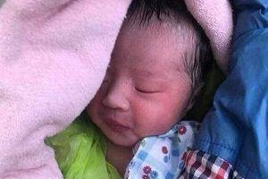 Nghệ An: Bé sơ sinh còn nguyên dây rốn, bị bỏ rơi ở nghĩa trang