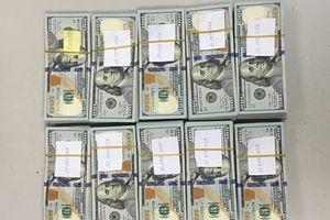 Phát hiện vụ vận chuyển 97.000 USD trái phép