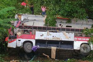 Hé lộ nguyên nhân vụ xe khách giường nằm lao xuống vực
