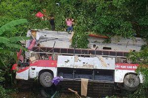 Khởi tố vụ xe khách lao xuống vực sâu khiến 4 người chết