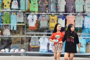 Cửa hàng Con Cưng ở Sài Gòn vừa bán vừa tiếp đoàn kiểm tra
