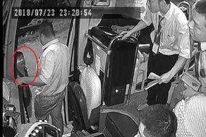Dừng đón khách, nhân viên xe giường nằm bị giang hồ đánh nhập viện