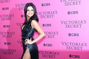 Loạt ảnh chứng minh Selena Gomez là biểu tượng thời trang nóng bỏng
