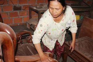 Bình Định: Xe tải tung bụi, dân 'kêu trời', hàng quán đóng cửa