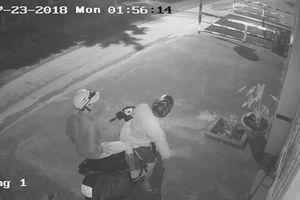 Camera ghi hình 2 thanh niên trộm ô tô tiền tỷ ở Sài Gòn