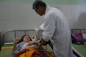Cô giáo bị phụ huynh đánh thủng màng nhĩ lại nhập viện vì liên tục ngất xỉu