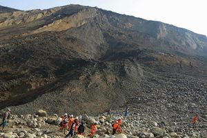 Sập mỏ đá quí khiến hàng chục người thiệt mạng