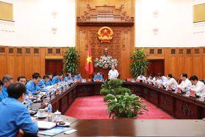 Thủ tướng Nguyễn Xuân Phúc: Đảm bảo quyền lợi người lao động trong doanh nghiệp bị phá sản