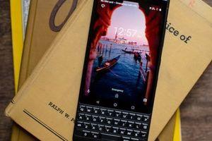 BlackBerry KEY2: Vừa chảnh lại vừa bền