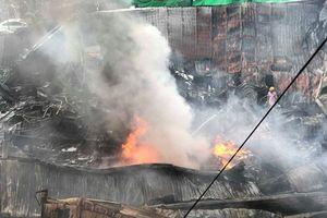 Chợ Gạo Hưng Yên lại bùng cháy dữ dội trở lại dù đã có mưa to