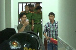 Điều tra nhóm cho vay nặng lãi cầm bình gas và dao dọa công an