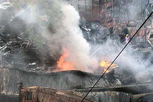 Cảnh tan hoang sau vụ cháy chợ Gạo ở Hưng Yên