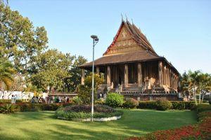 Những ngôi chùa nổi tiếng nên ghé thăm khi du lịch Viêng Chăn