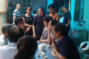 Mẹ phi công hi sinh trong vụ máy bay Su-22 rơi ở Nghệ An khóc sưng mắt, không tin con trai gặp nạn
