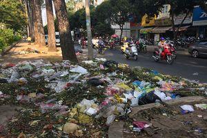Đường phố thành bãi rác