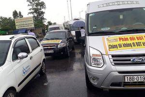 Lái xe 'bao vây' BOT Mỹ Lộc phản đối thu phí