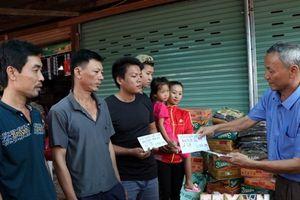Nghĩa cử 'tương thân tương ái' của cộng đồng người Việt tại Lào