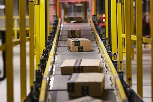 Amazon báo lãi quý kỷ lục hơn 2,5 tỷ USD
