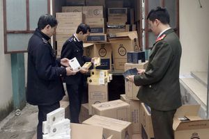 Bắt hơn 20 ngàn gói thuốc lá ngoại nhập trên xe tải