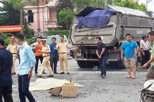Hà Nội: Xe tải đâm xe máy, một phụ nữ tử vong