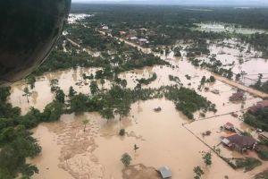 Nước lũ từ đập thủy điện Attapeu tràn về, hàng ngàn người ở Campuchia phải sơ tán