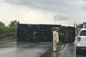Tai nạn khiến giao thông trên đường Pháp Vân – Cầu Giẽ ùn ứ
