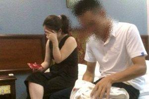 Chồng bắt quả tang vợ là cô giáo Mầm non trong nhà nghỉ với chiến sỹ CSGT