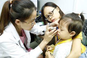 100 trẻ hoàn cảnh khó khăn được khám và phẫu thuật dị tật mắt miễn phí
