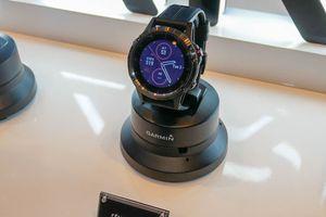 Đồng hồ thông minh Fenix 5 Plus xuất hiện