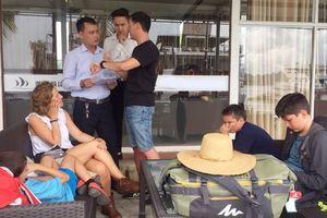 Quảng Ninh: Hỗ trợ 5 du khách quốc tế tham quan, nghỉ đêm trên Vịnh Hạ Long