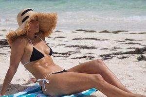 49 tuổi, Jennifer Lopez vẫn sở hữu dáng vóc 'vạn người mê'