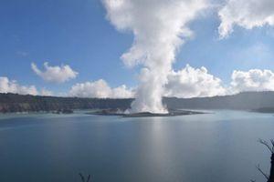 Toàn bộ cư dân trên một đảo ở Vanuatu phải sơ tán do núi lửa