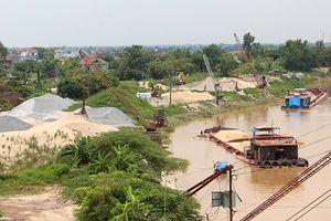 Bất chấp cảnh báo mưa lũ, bến bãi kinh doanh VLXD vẫn tập kết trên tuyến sông Luộc