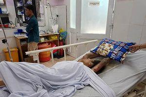 Cảnh sát bị thương khi ngăn thanh niên ngáo đá nhốt bạn gái, đốt phòng trọ