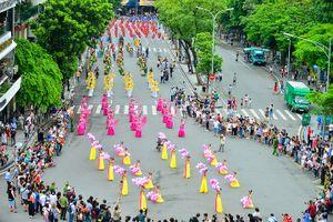 5000 nghệ sỹ hội tụ trong lễ hội đường phố lớn chưa từng có trên phố đi bộ