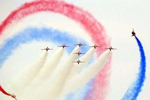 Đã mắt với màn 'vũ đạo giữa không trung' tại triển lãm hàng không Anh