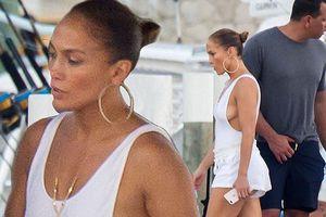 Jennifer Lopez áo tắm gợi cảm bên bồ trẻ